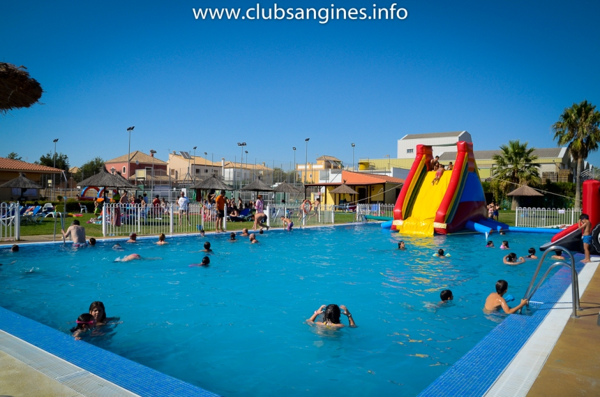 piscina-club-san-gines-marchena